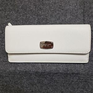 Michael Kors jet set travel wallet - white silver